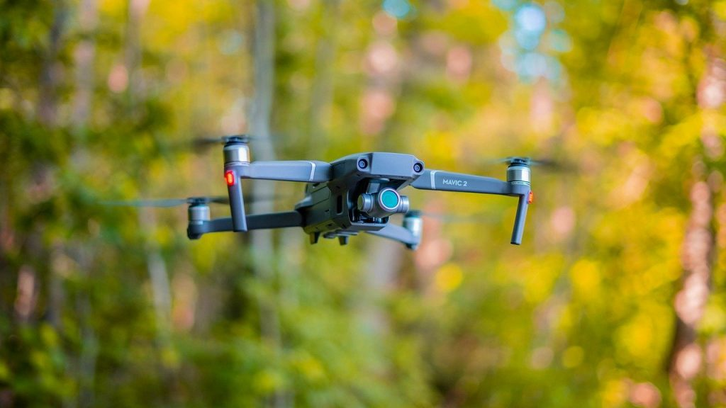 Flygande drönare med kamera